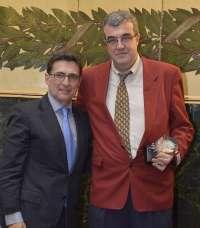 El neurólogo vallisoletano Ángel Luis Guerrero, Premio SEN Cefaleas por su labor científica
