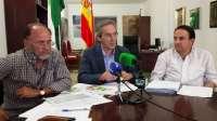 El Ayuntamiento de Lora del Río cierra 2013 con un superávit de 1,7 millones y prevé reducir