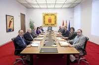Mesa y Junta decidirán este lunes si Barcina comparece para analizar el auto de la Audiencia Nacional sobre Caja Navarra