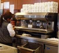 El sector servicios facturó un 1,6% más en abril con un ligero aumento del empleo del 0,1%