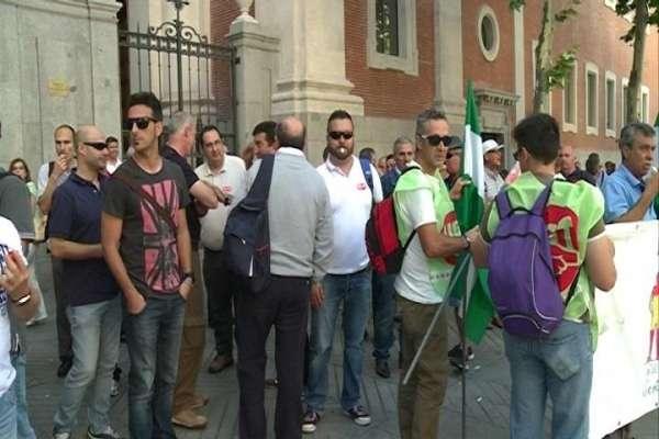 Trabajadores de la base de Morón protestan frente a la Embajada estadounidense contra despidos en la plantilla