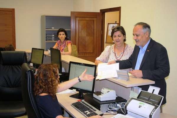 IU-CA eleva al Ayuntamiento un recurso de reposición contra la ampliación de la zona azul