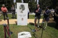 El Ayuntamiento levanta un monolito en recuerdo a la escritora Celia Viñas en el 60 aniversario de su muerte