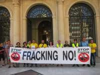 Plataforma Anti-fracking registra en Diputación el informe del IGME que avisa de los riesgos de esta técnica