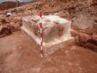 Hallado un sarcófago de un metro de altura en las excavaciones de la ermita de la Virgen de la Estrella en Montiel