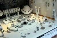 La Junta intensifica las inspecciones en joyerías y ventas de oro al detectar que el 57% incumplía la norma