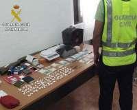 La Guardia Civil desmantela un punto de venta de drogas y detiene a cuatro personas