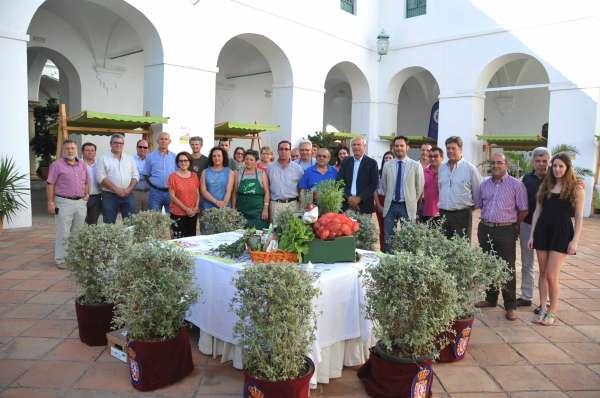 Abre en el Palacio de la Merced el primer mercado de productos ecológicos de la provincia