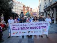 Más de trescientas personas protagonizan en Valladolid la primera manifestación autonómica en apoyo del colectivo LGTB+