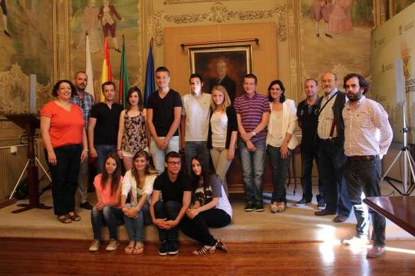Nueve alumnos franceses de Rochefort realizan prácticas comerciales en la ciudad