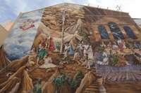 Un hombre redime una condena judicial pintando un mural de 350 m2 en la parroquia de Meliana