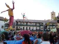 Los Titiriteros de Binéfar dan comienzo este domingo al ciclo de animación en calle 'Paseando'