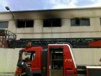 Trasladado al Hospital de Cruces el herido grave en el incendio de una empresa de la Ciudad del Transporte