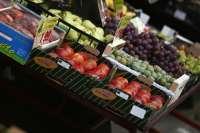 España baraja inspeccionar camiones franceses si siguen los ataques a la fruta