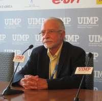 El escritor José María Merino aboga por dejar