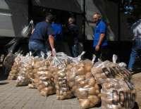 UCCL dona 4.300 kilos de patatas a la Asociación Entrevecinos de Valladolid para denunciar la especulación en el sector