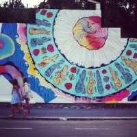 El artista Rosh 333 acaba su intervención 'Underwater' en el muro del Club de Tiro