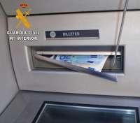 Sucesos-. Dos detenidos por perpetrar 55 robos en la provincia de Badajoz bloqueando la trampilla expendedora del dinero