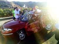 Dos personas sufren heridas graves al colisionar su turismo contra un camión que transportaba gasoil