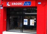 Eroski afirma que su intención es no abrir el Día de la Constitución, pero lo considerará si abre la competencia