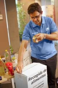 Voluntarios de 'la Caixa' recogen más de 5.000 kilos de alimentos para paliar el declive de donaciones en verano