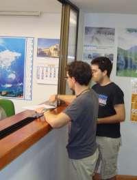 Usuarios del transporte a Madrid de Ávila y Segovia registran 9.500 firmas para exigir los abonos E1 y E2