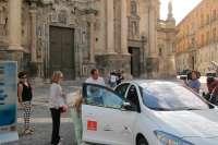 Ayuntamiento de Murcia recibe un coche eléctrico que sigue en la línea