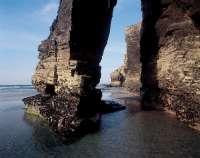 La playa de As Catedrais tendrá un cupo máximo de entre 2.000 y 5.000 visitantes diarios