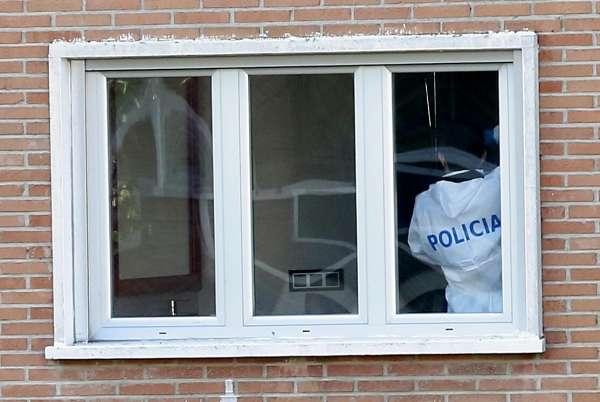 La Policía Científica lleva más de diez horas de registro en la vivienda vacía del presunto pederasta de Ciudad Lineal