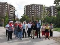 El programa 'Parques con corazón' anima a los mayores a caminar para combatir el sedentarismo