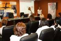 Un total de 25 mujeres participan en un taller sobre creación y consolidación de empresas
