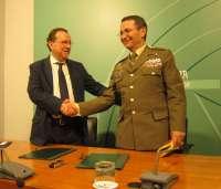 Junta y UME firman un acuerdo para mejorar su colaboración y prestar una respuesta más eficiente y rápida en emergencias