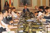 El pleno del Ayuntamiento aprueba la operación financiera de 65 millones sin la oposición