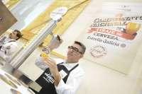 Javier Sánchez, mejor tirador de cerveza de Andalucía