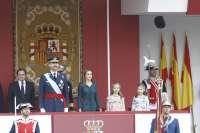 Los Reyes Felipe y Letizia presiden su primer desfile del 12 de octubre acompañados de sus hijas