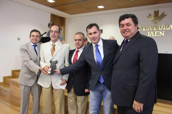 Mario Porcel y Mercedes Campos vencen en II Premio de Investigación Científica en Olivar de Caja Rural