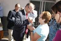 El alcalde entrega las llaves a los propietarios de las 20 nuevas viviendas sociales en Pescadería