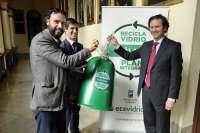 El Ayuntamiento defiende que la cesión a Ecovidrio de la recogida de estos residuos es