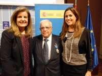 Báñez entrega a los ciudadrealeños Cristina García Rodero y Vicente Calatayud la medalla al mérito en el trabajo