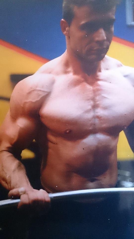 Antonio Ortiz era un obseso de la musculación y quería unos pectorales perfectos.