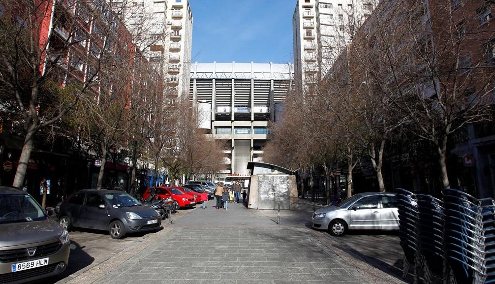 La calle Marceliano Santa María, lugar de reunión de los Ultras Sur los días de partido.