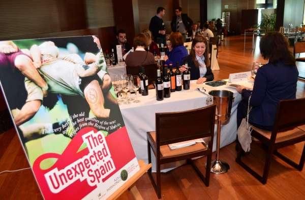 La CARM acerca los vinos de un centenar de bodegas murcianas a 15 países