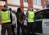 Detenida una pareja por una veintena de robos en viviendas vacacionales