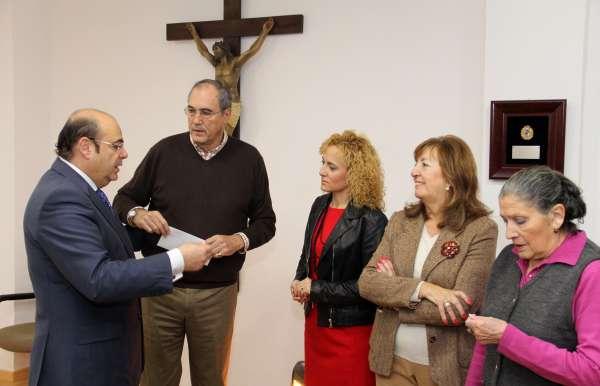 La Diputación entrega a Cáritas un donativo para ayudar a las familias granadinas más necesitadas