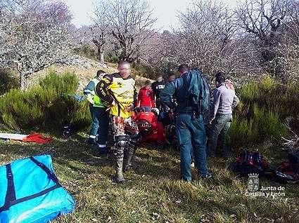 Herido un motorista de 41 años en un accidente ocurrido en un camino de Fuentes de Peñacorada (León)