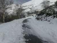 La nieve y el hielo mantiene cerrado un tramo de carretera en Salamanca y obliga a usar cadenas en ocho