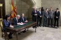El Consell firma el convenio con las universidades públicas para asumir parte de su deuda