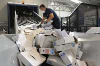 Eliminan 138.000 expedientes judiciales antiguos y sin valor para liberar espacio en los archivos granadinos