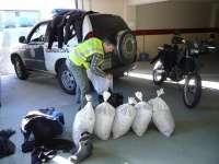 La Guardia Civil de Arteixo se incauta de 140 kilos de percebe en el muelle de Caión (A Coruña)