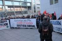 Una concentración en la calle respalda a los 'cinco de Cerredo' el día en que son juzgados